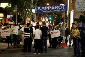 Activists in Los Angeles protesting Kapparot slaughter of chickens in front of Ohel Moshe synagogue.